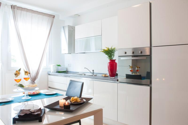 Multi equipped kitchenette