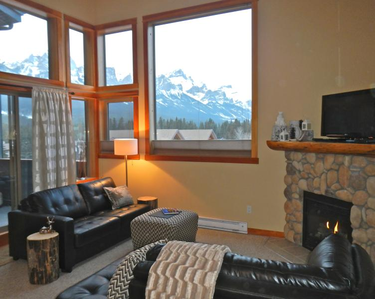Cozy Condo with amazing views west towards Banff.