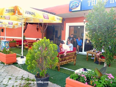 The 19th Hole,Kadriye.A great base for Tuesday's market, weekend events and sports tv.