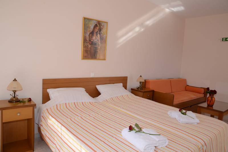 (No11) Maria's Filoxenia Suites -Studio Apartment for 3 people, location de vacances à Iria