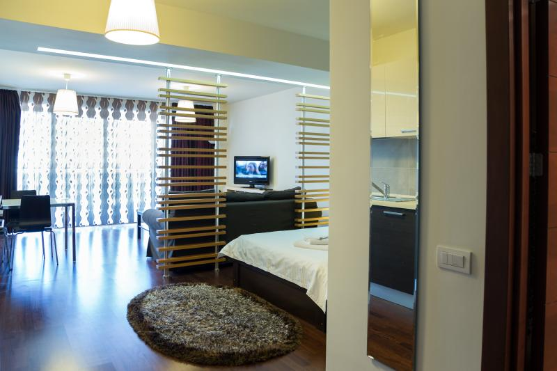 BED IN BUCHAREST, holiday rental in Pantelimon