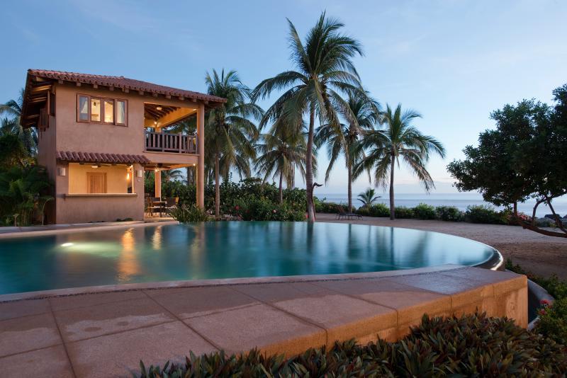 Beachfront Luxury 3br.2ba Villa on Troncones Beach, holiday rental in Troncones