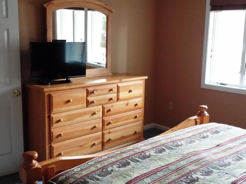 Dresser with 32' LED TV.