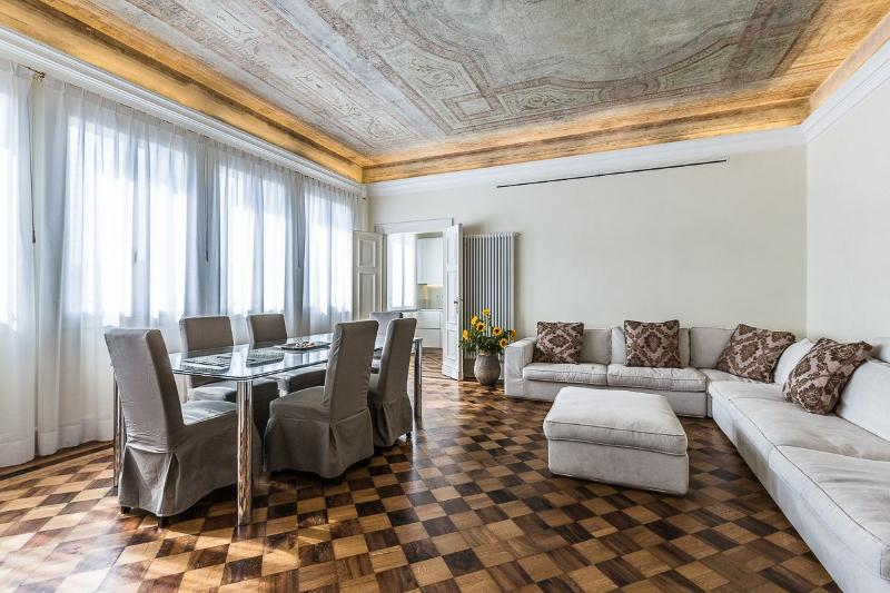 the luxurious living and dining room of the Alighieri 'B'