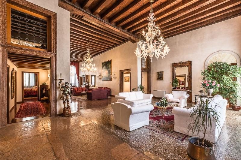 Tiziano - grand, authentic and luxurious, Ferienwohnung in Venedig
