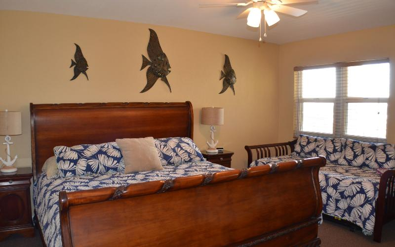 Second bedroom with king bed and twin daybed and adjoining full bath
