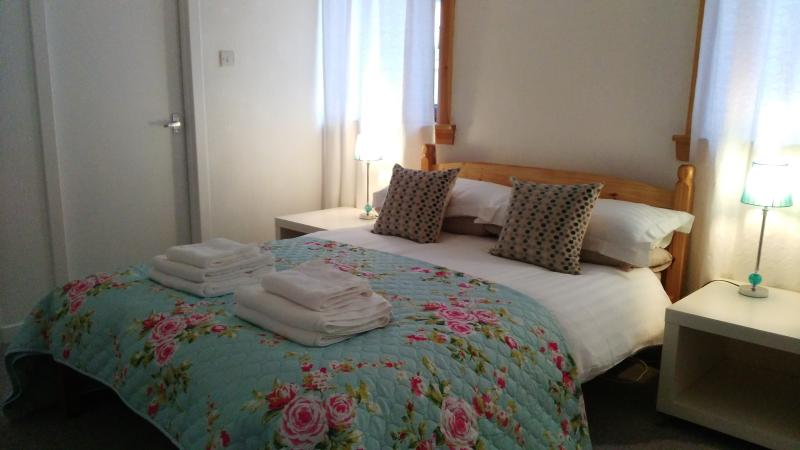 Double room with comfortable memory foam mattress and en-suite toilet / handbasin
