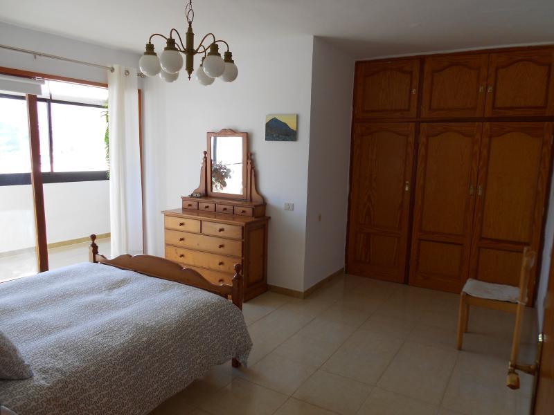 ÁMPLIA VIVIENDA 3 DORMITORIOS EN BAJAMAR-TENERIFE, vacation rental in Bajamar