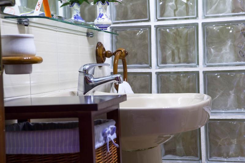 Baño completo habitación principal. Con ducha