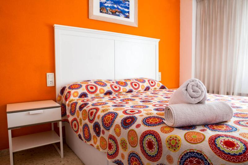 Habitación Principal. Cama 1,50 m, TV, Aiire Acondicionado, Caja Fuerte, Baño privado