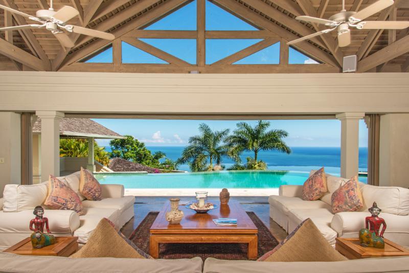 Silent Waters Villa pavilion e piscina con vista sul mare