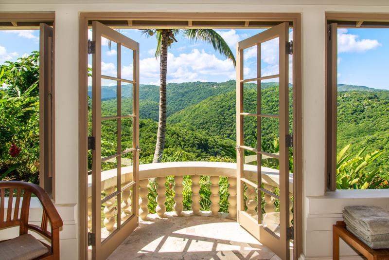 Silenzioso acque Villa guest suite 1 bagno balcone con vista montagna