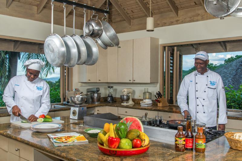 Cozinha comercial da silenciosa águas Villa com chefs