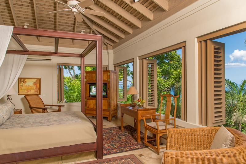 Camera per 4 suite gli ospiti silenziosa acque Villa con vista sul mare