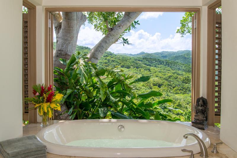 Silenciosa banheira de suíte 3 águas Villa comentários e vista das montanhas