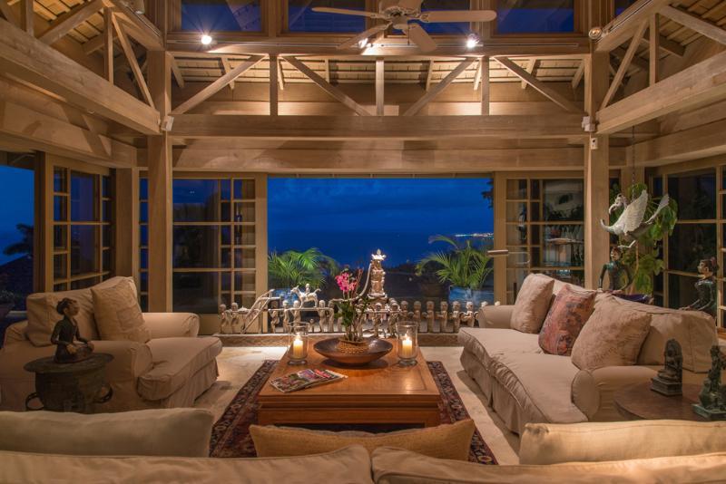 Villa de proprietários de águas Villa silenciosa área de estar, ao entardecer