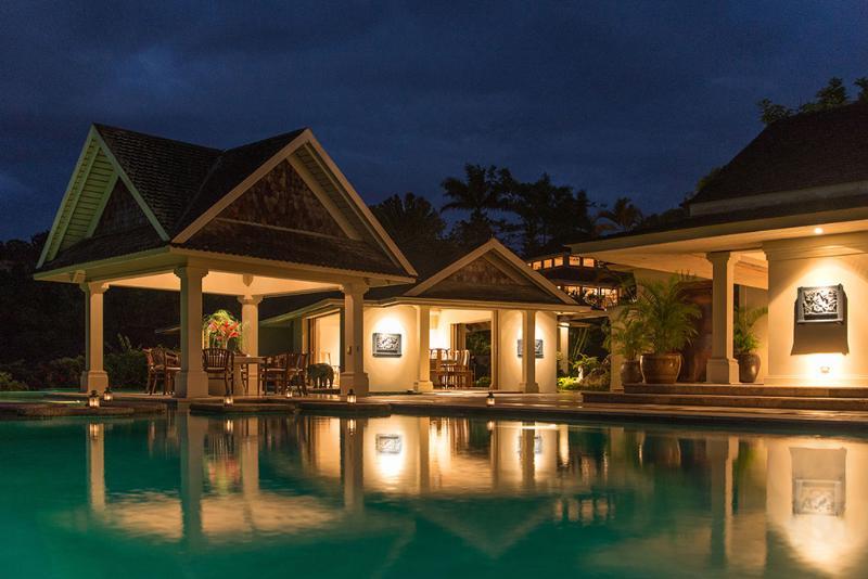 Silenzioso acque Villa piscina, gazebo, Sala da pranzo e padiglione al crepuscolo