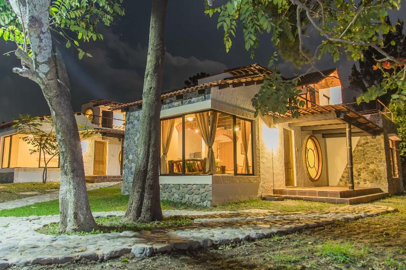 Villa JUCANYA 2, Lago de Atitlán, vacation rental in Western Highlands