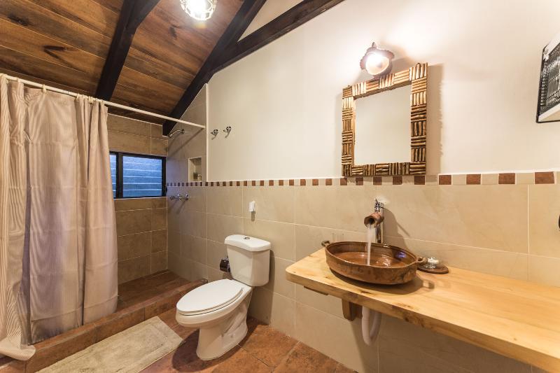 FULL BATHROOM IN MAIN ROOM