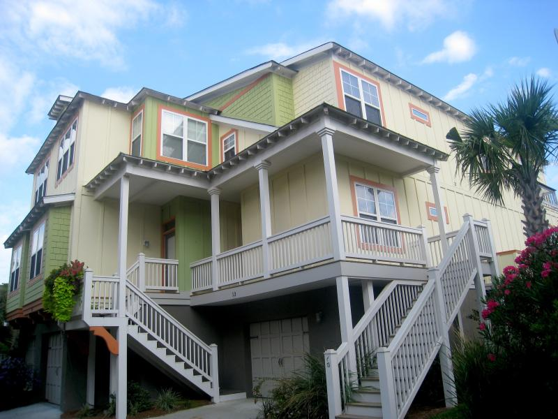 Luxurious Home, Pet Friendly, GOLF CART, Gameroom, holiday rental in Folly Beach