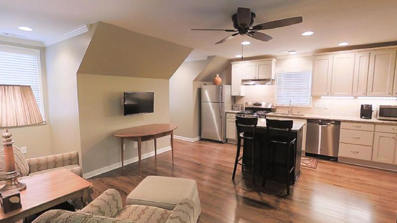 Private Carriage House Apartment, vacation rental in Hickory Flat