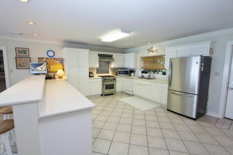 Large Open Kitchen - Well Stocked with Kitchenware