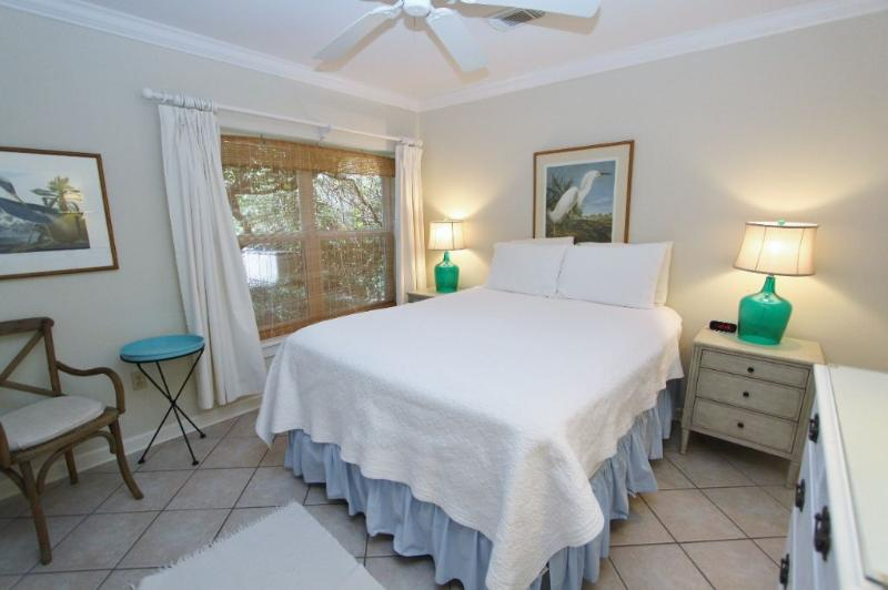 Queen Master Bedroom with Private Bath