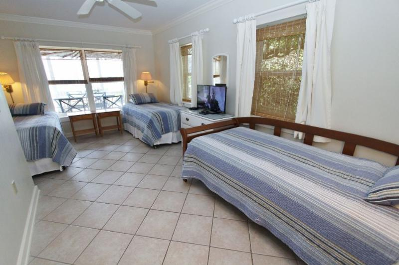 Twin Bedroom with 4 Twin Beds