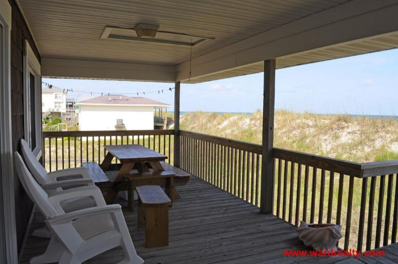 Covered Porch w/ Furniture & Picnic Table
