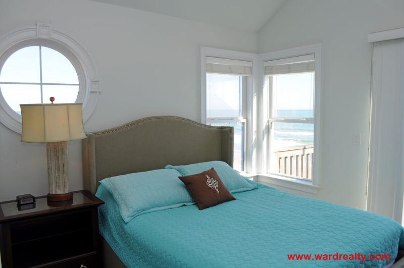 3rd Floor Oceanfront Master Bedroom with Queen
