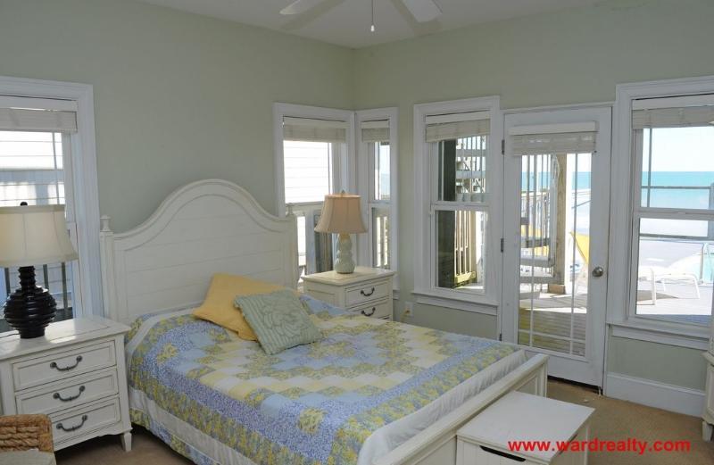 1st Floor Oceanfront Master BR with a Queen Bed