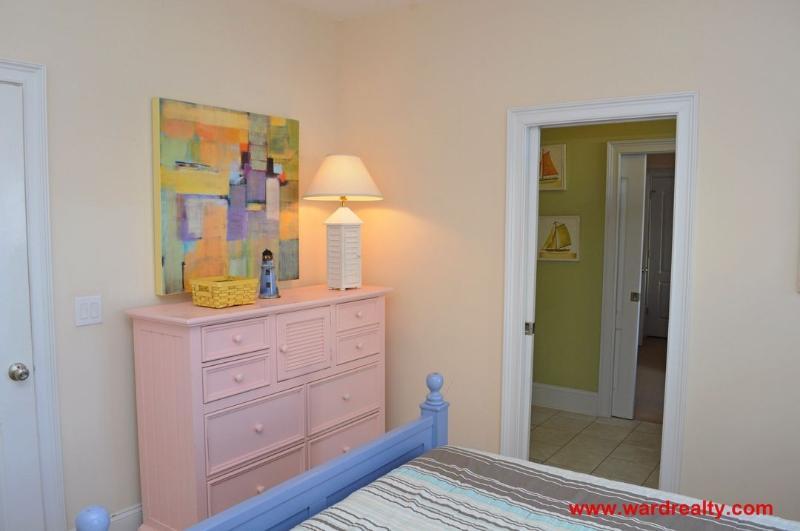 1st Floor Middle Queen Bedroom II