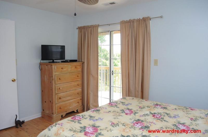 1st Floor Soundside Queen Bedroom II