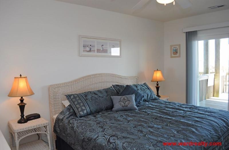 1st Floor Oceanfront North King Bedroom