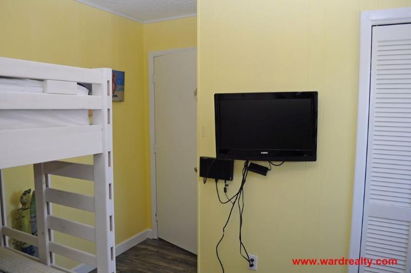 Streetside Bunk Room II