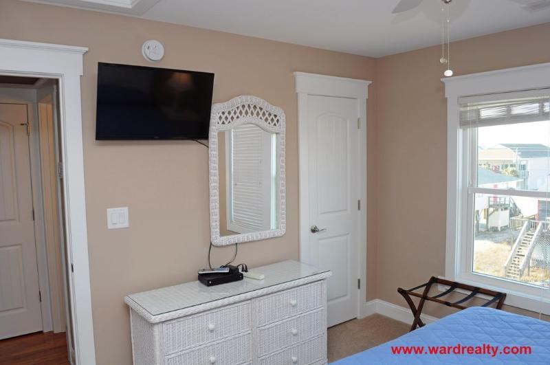 Top Floor King Bedroom II