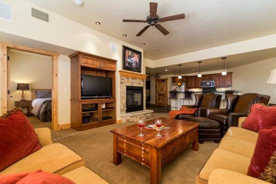 Living Room -  Bear Lodge 6102