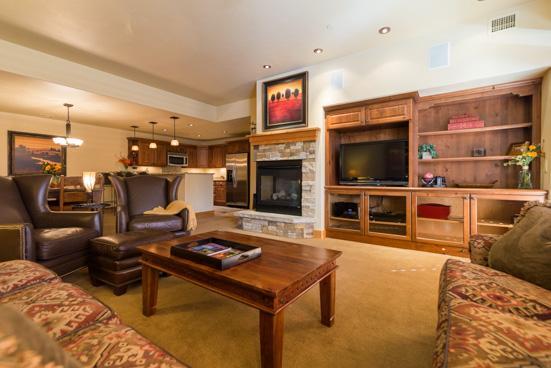 Living Room - Bear Lodge 6104