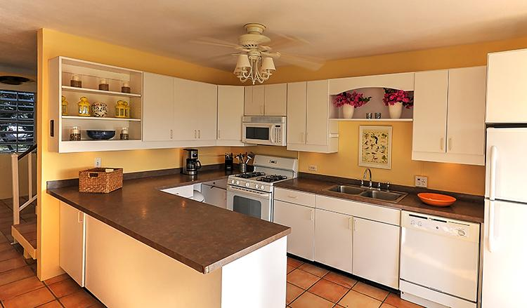 Full equipped kitchen with dishwasher, gas stove and oven, microwave and complete dishware