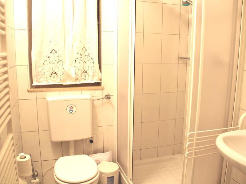 Bathroom n. 2 with shower