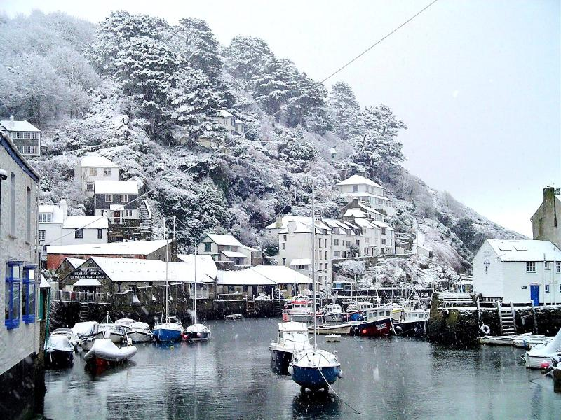 Sundale is located in the heart of the Polperro & just 5-6 mins walk from the harbour