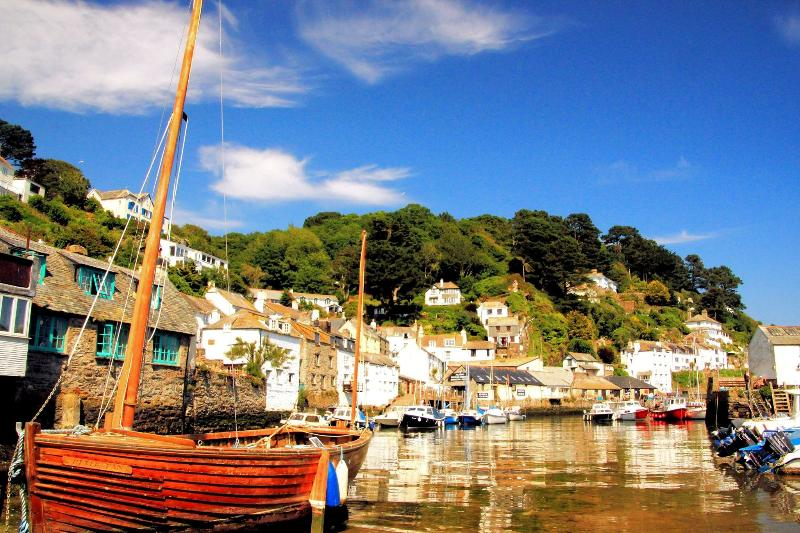 Strawberry Fields is located in the heart of the Polperro & just 2-3 mins walk from the harbour