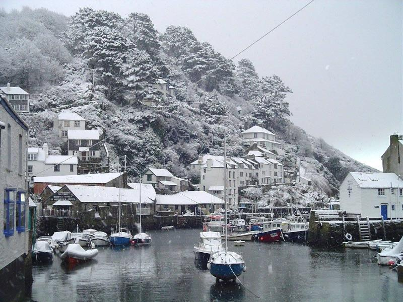 Photos of picturesque Polperro in Cornwall taken within 2-3mins walk of Molyneux