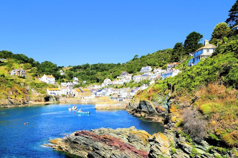 Molyneux is located in the heart of the picturesque Polperro, Just 175 meters from the harbour
