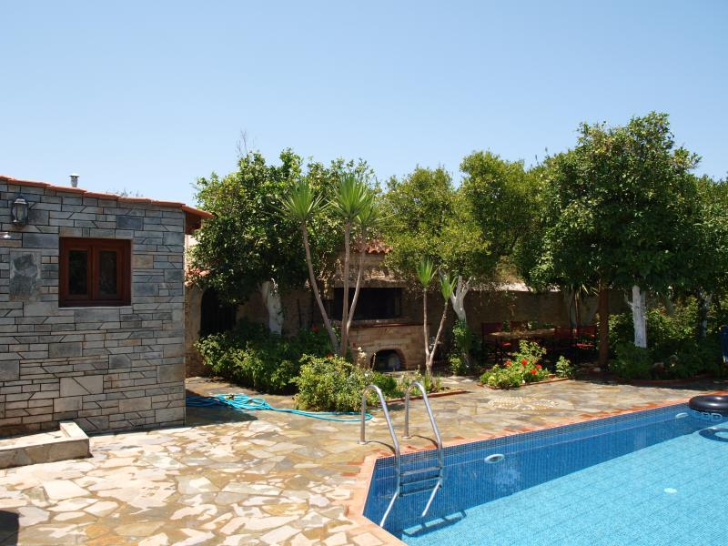 ELEGANT VILLA. WITH PRIVATE POOL OF 36 M2, FREE WI FI IN ALL ROOMS, NEAR FROM SEA  AND  TOWN.