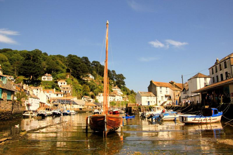 Curlew Cottage is located in the picturesque Polperro, Just 100 meters from the harbour