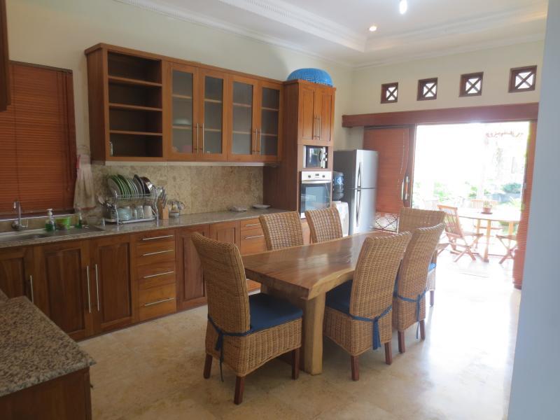 Kitchen with kitchenette