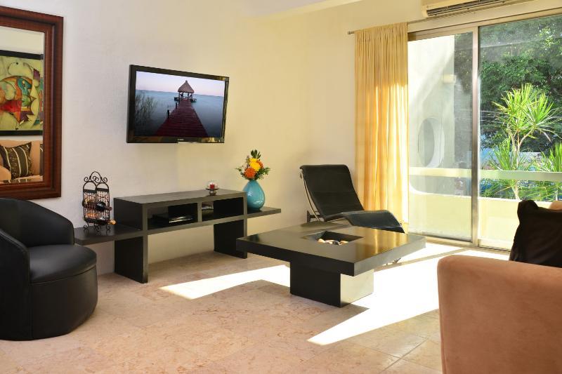 ouvrir la salle de séjour avec TV câblée écran plat