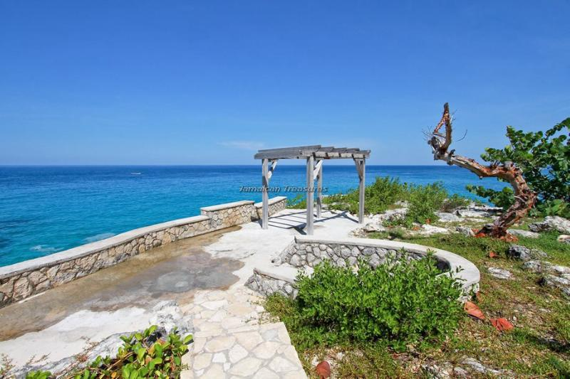 Little Waters Negril - Cliff side private villa, Ferienwohnung in Negril
