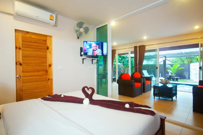 Light airy, spacious and perfect for 2 persons looking for an intimate stay.